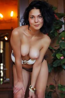 Lovely Hot Girl Gets Nude