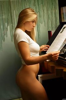 Hot Blonde Ira
