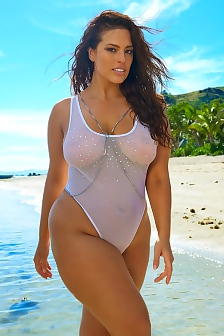 Ashley Graham Nipples In The 2017 SI Swimsuit Issue