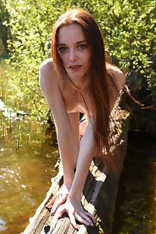 Slim Redhead Beauty Pala At Nature