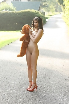Nika Barely Legal Teen Oudtoor Naked With Bear